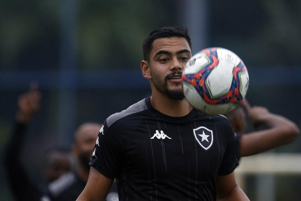 Barreto dominando a bola em treino pelo Botafogo
