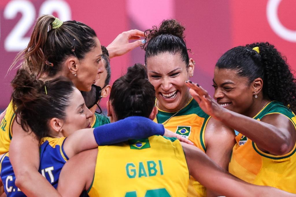 Brasil vence a Rússia e avança para a semifinal