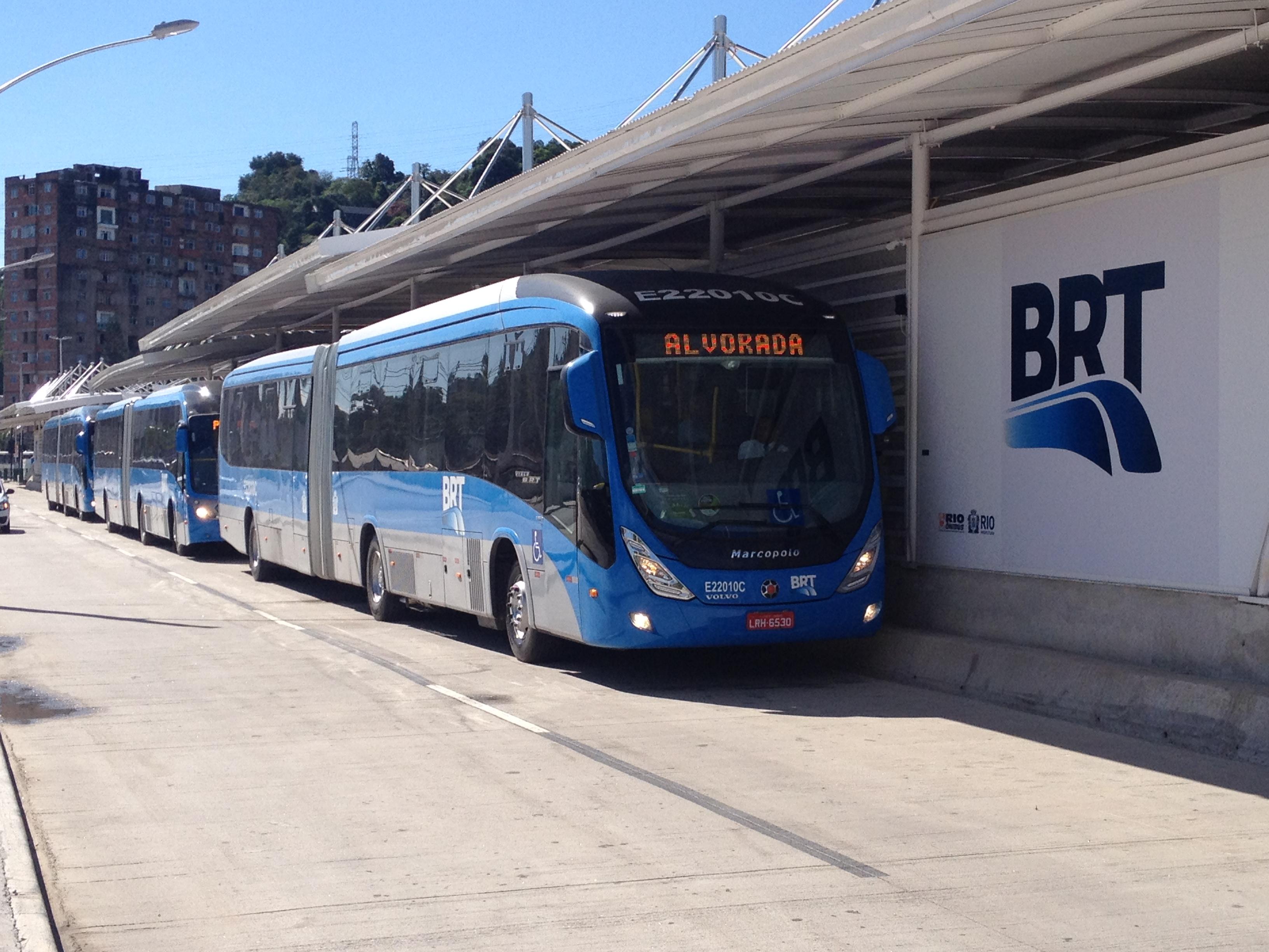 Imagem de um ônibus articulado do BRT