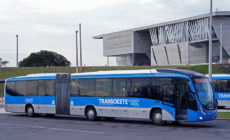 SMTR aplica 11 multas por transporte de passageiros em pé no BRT