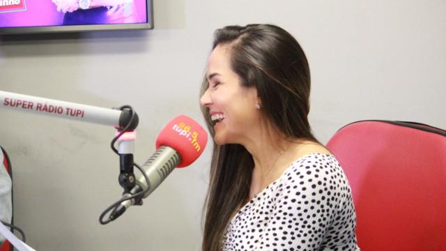 Isabele Benito no De Frente Com Elas (Foto: Talita Giudice/ Divulgação: Super Rádio Tupi)