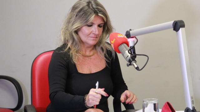 """Jornalista Márcia Pinho na gravação do programa """"De Frente com Elas"""""""