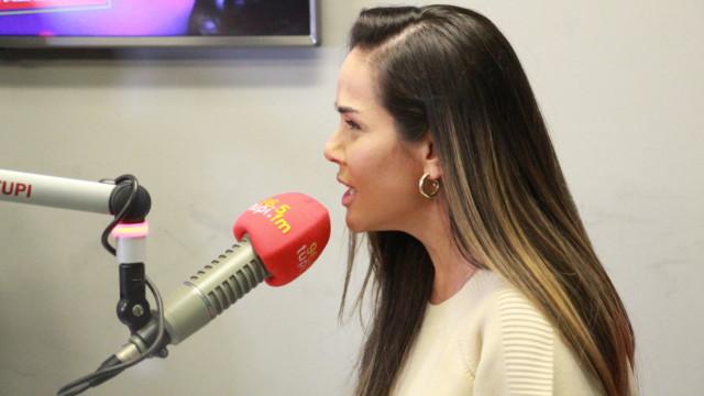 Isabele Benito no programa De Frente Com Elas (Foto: Talita Giudice/ Divulgação: Super Rádio Tupi)