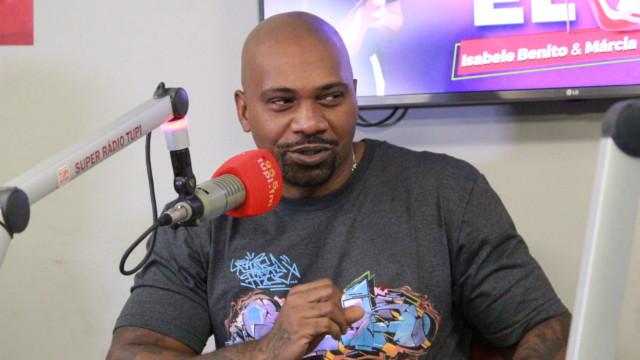 MV Bill no programa De Frente Com Elas (Foto: Talita Giudice/ Divulgação: Super Rádio Tupi)