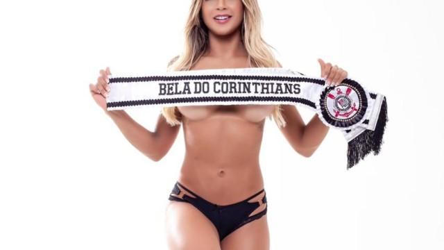 """Musa do Corinthians posa sensual e revela fantasia sexual: """"Transar na arquibancada"""" (Foto: Junior Magalhães/ Divulgação)"""
