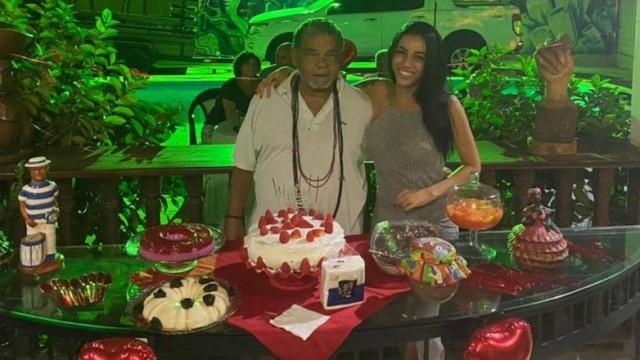 Diretor de Carnaval Laila com a neta Amanda Ribeiro