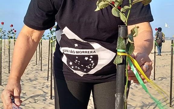 ONG 'Rio de Paz' realiza ato em memória às 500 mil vítimas da covid-19 no Brasil (Divulgação)