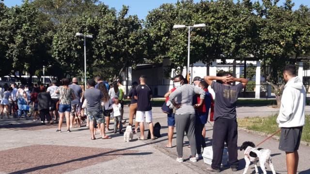Prefeitura inicia vacinação contra a raiva em cães e gatos na Ilha do Governador (Foto: Cyro Neves/ Divulgação: Super Rádio Tupi)