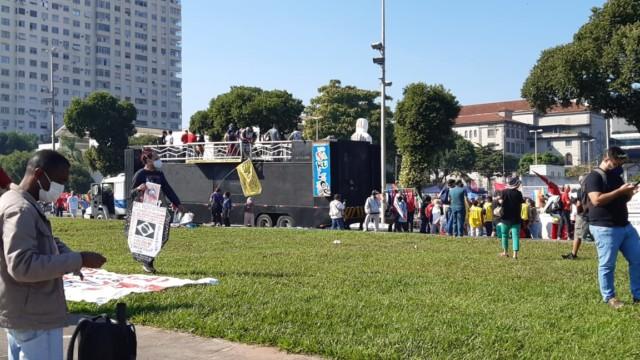 Manifestantes realizam ato contra governo federal no Centro do Rio (Foto: Marcos Antônio de Jesus/ Divulgação: Super Rádio Tupi)