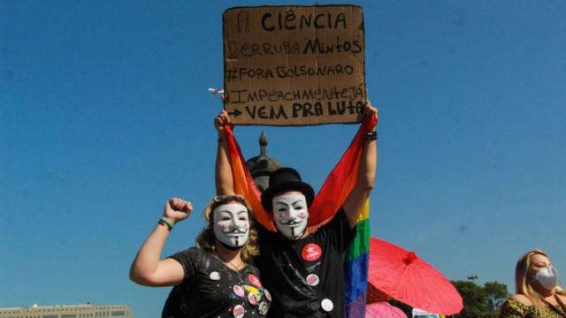Manifestantes realizam ato contra o governo federal no Centro do Rio (Foto: Talita Giudice/ Divulgação: Super Rádio Tupi)
