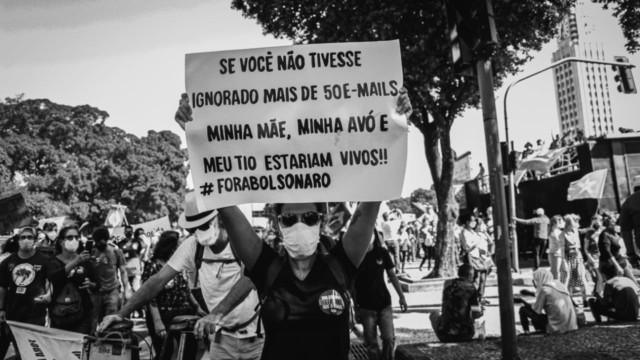 Manifestantes realizam ato contra o governo federal no Centro do Rio