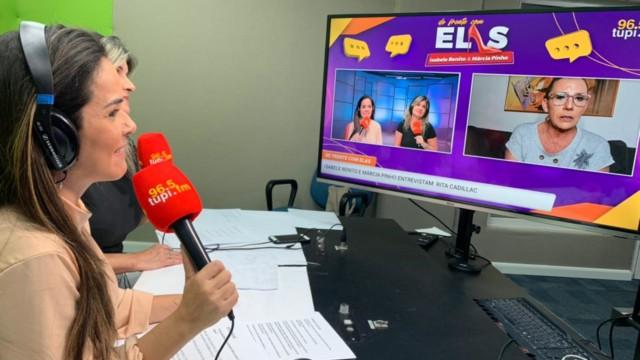 Na imagem, Isabele Benito e Márcia Pinho apresentando o programa 'De Frente Com Elas'
