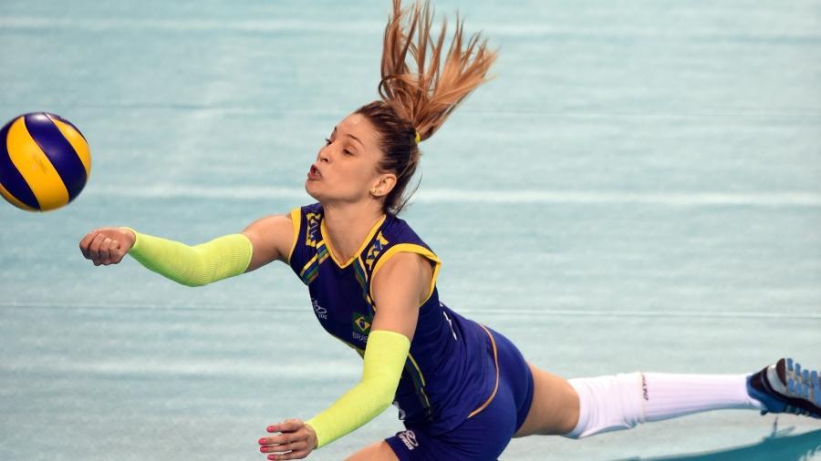 Líbero Camila Brait anuncia aposentadoria da Seleção Brasileira de vôlei feminina