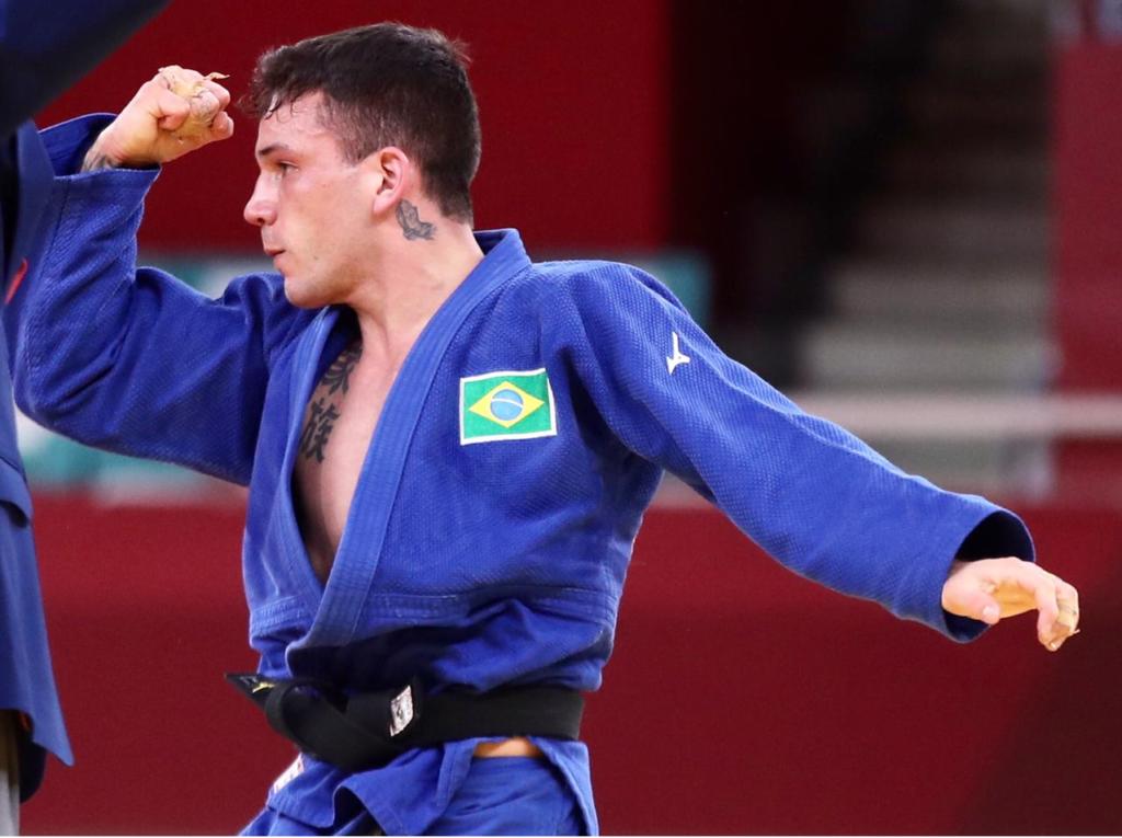 Judoca garante bronze para o Brasil