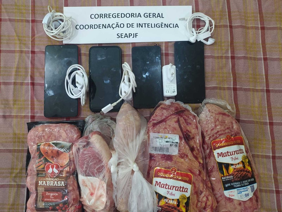 Carnes e celulares encontrados na cela de Glaidson