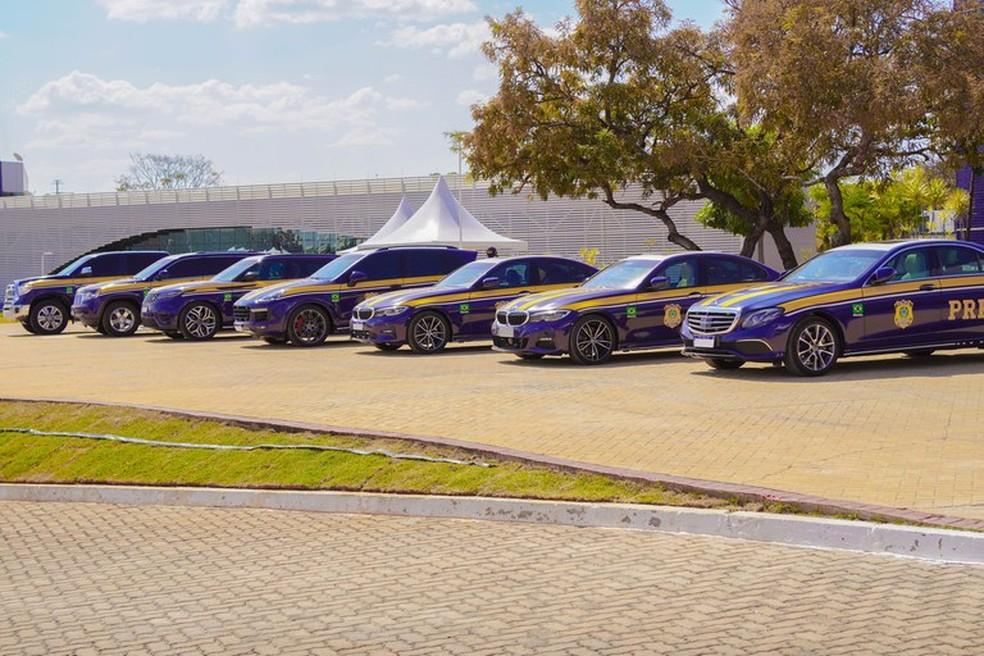 Carros de luxo utilizados pela PRF