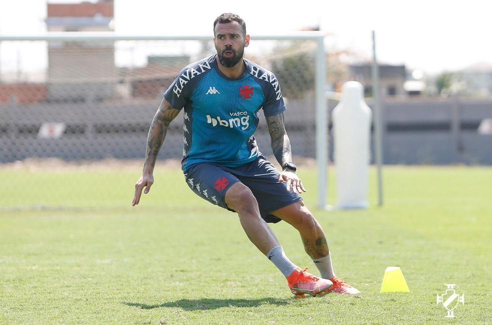 Leandro Castan se recupera de lesão na coxa direita e volta ao time titular contra a Ponte Preta pela Série B