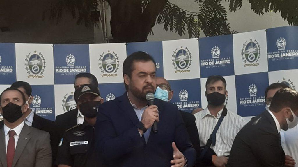 Imagem de Cláudio Castro na solenidade de lançamento do Bairro Seguro, no Quartel General da PM.