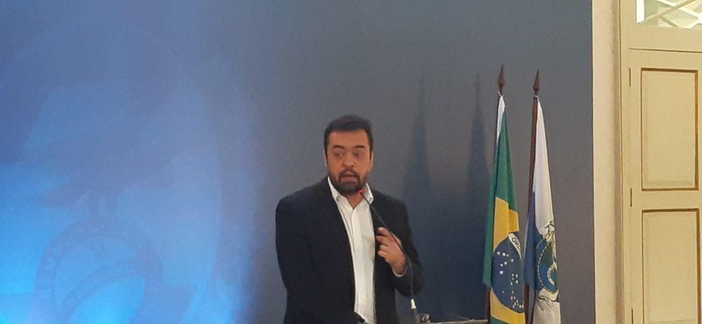 Imagem do governador Cláudio Castro no Palácio Guanabara