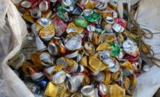 Ambev faz doação de R$ 100 para 2,8 mil catadores durante o carnaval