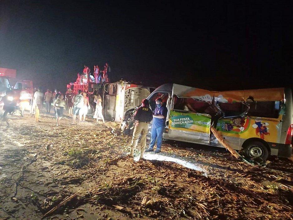 Acidente na Bahia deixa 12 mortos