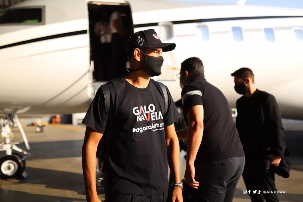 Diego Costa desembarca em Minas para se apresentar ao Galo