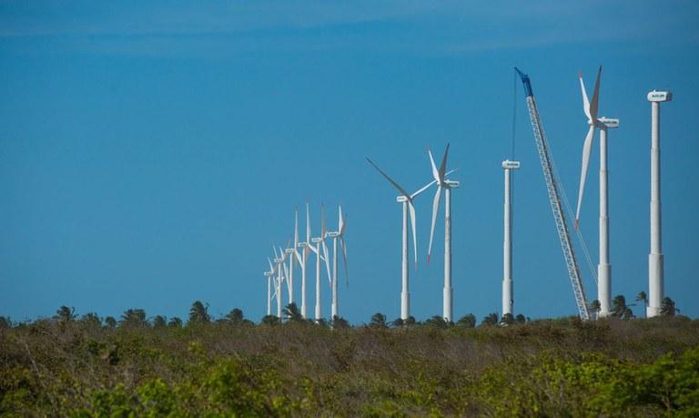 Imagem de torres geradoras de energia