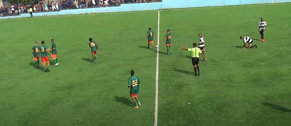 Ênio, do Botafogo, entra em campo por torneio amador