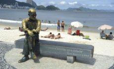 Óculos da estátua de Carlos Drummond de Andrade é furtado