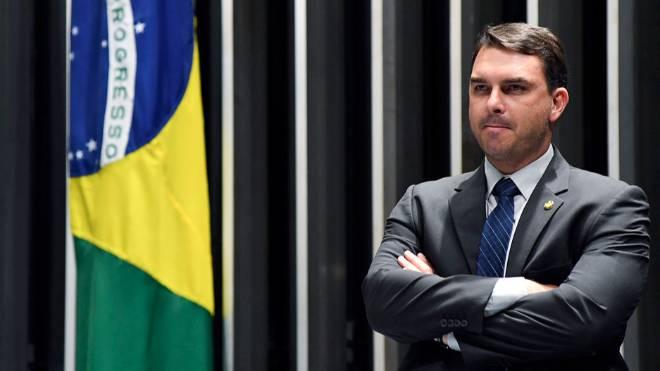 Justiça autoriza volta das investigações sobre caso das rachadinhas de Flávio Bolsonaro