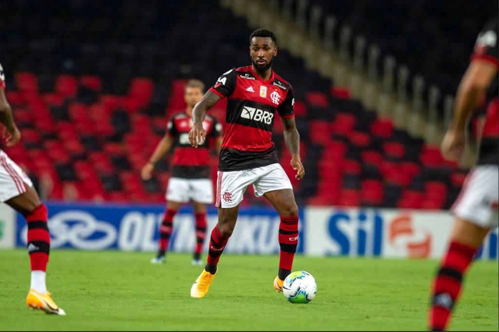 Gerson atuando com a camisa do Flamengo