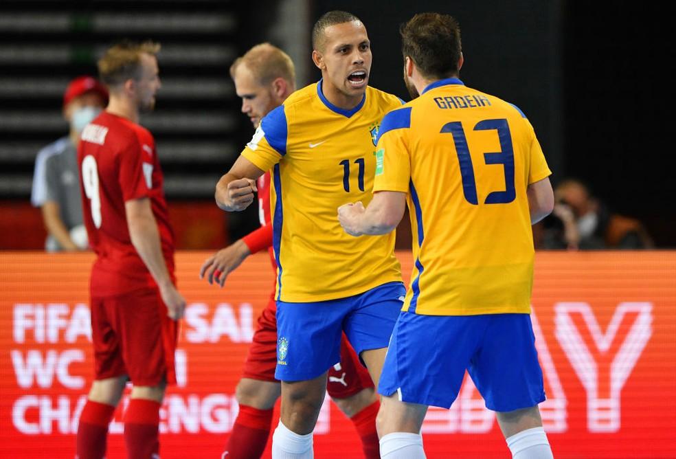 Brasil goleia a República Tcheca por 4 a 0 na segunda rodada do Grupo D da Copa do Mundo de futsal