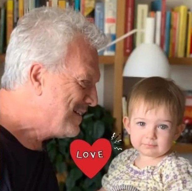Pedro Bial ao lado da filha Dora