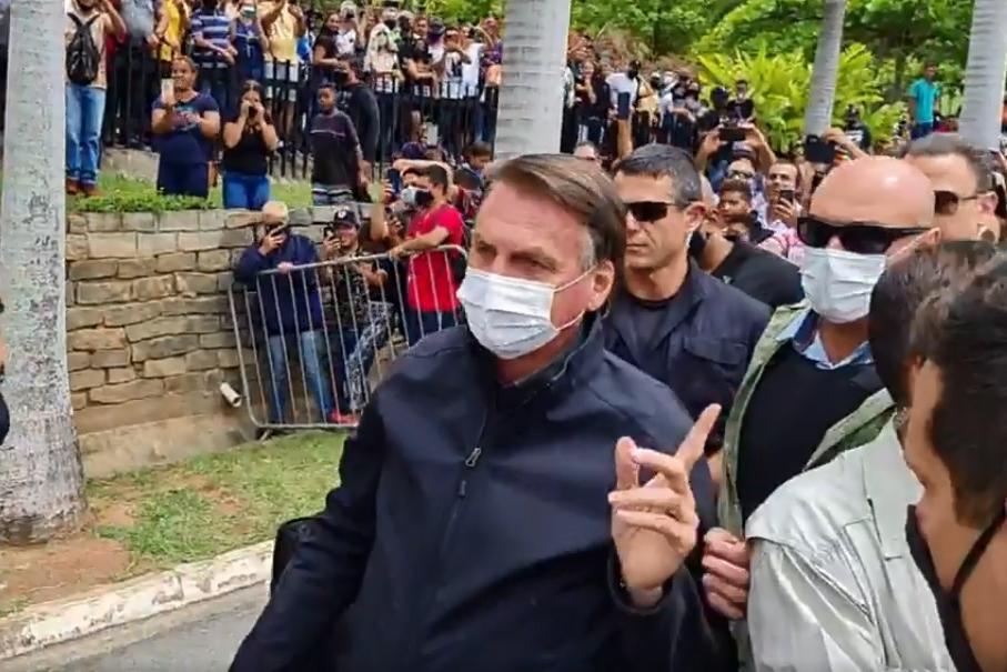 Imagem do presidente chegando à Aparecida