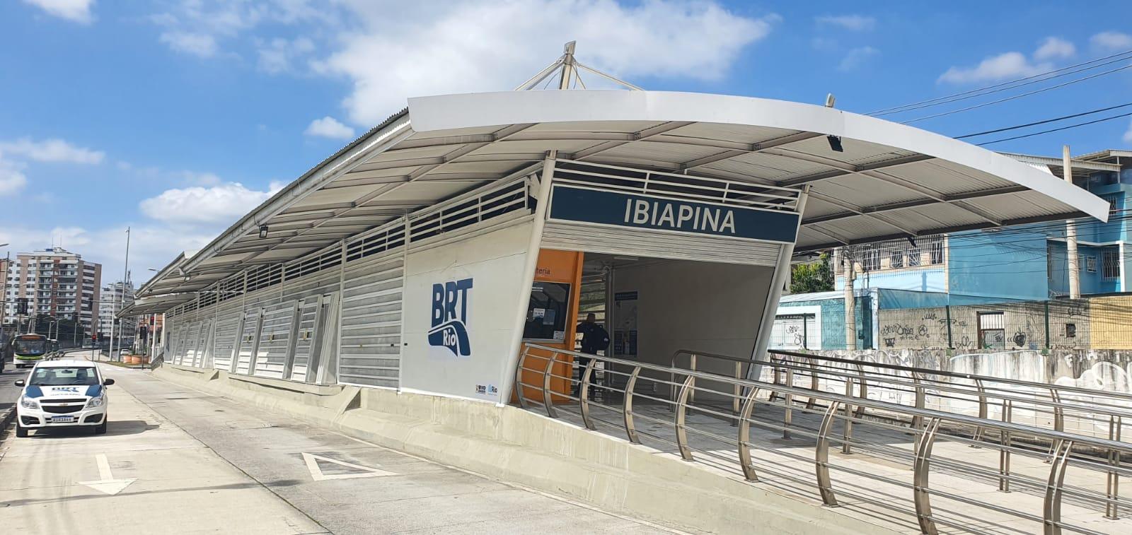 Fachada da estação do BRT Ibiapina