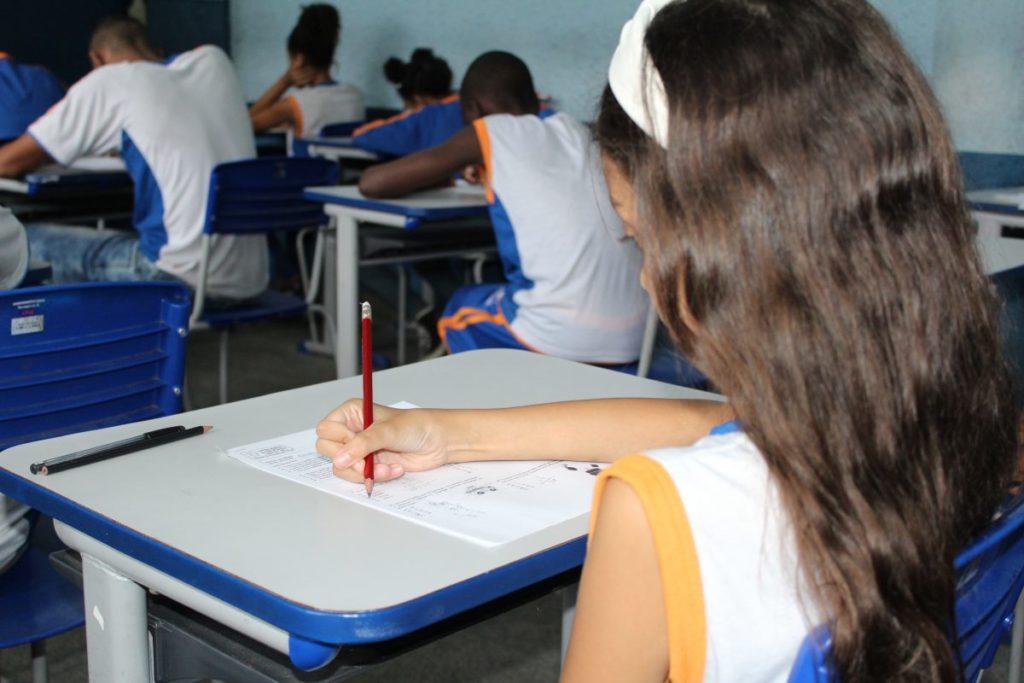 Estudante em sala de aula