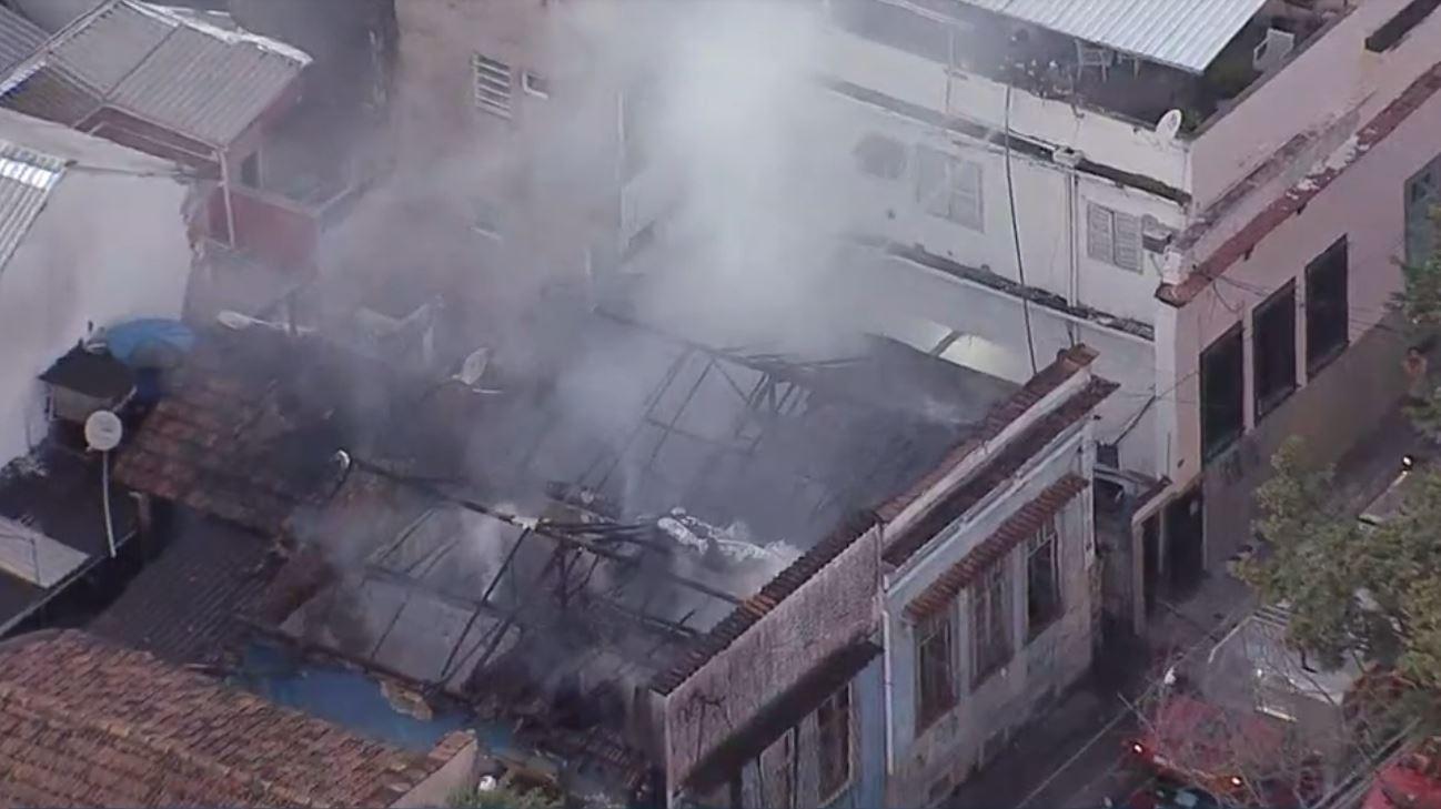 Incêndio atinge vila na Zona Portuária do Rio