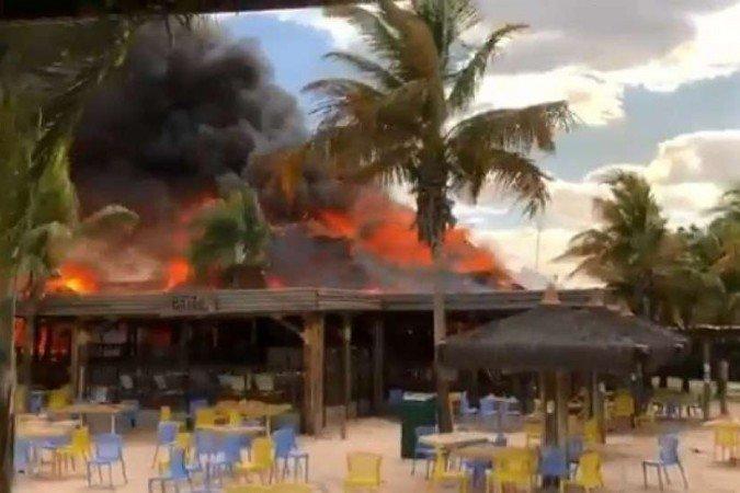 Na imagem, incêndio parque aquático Goiás