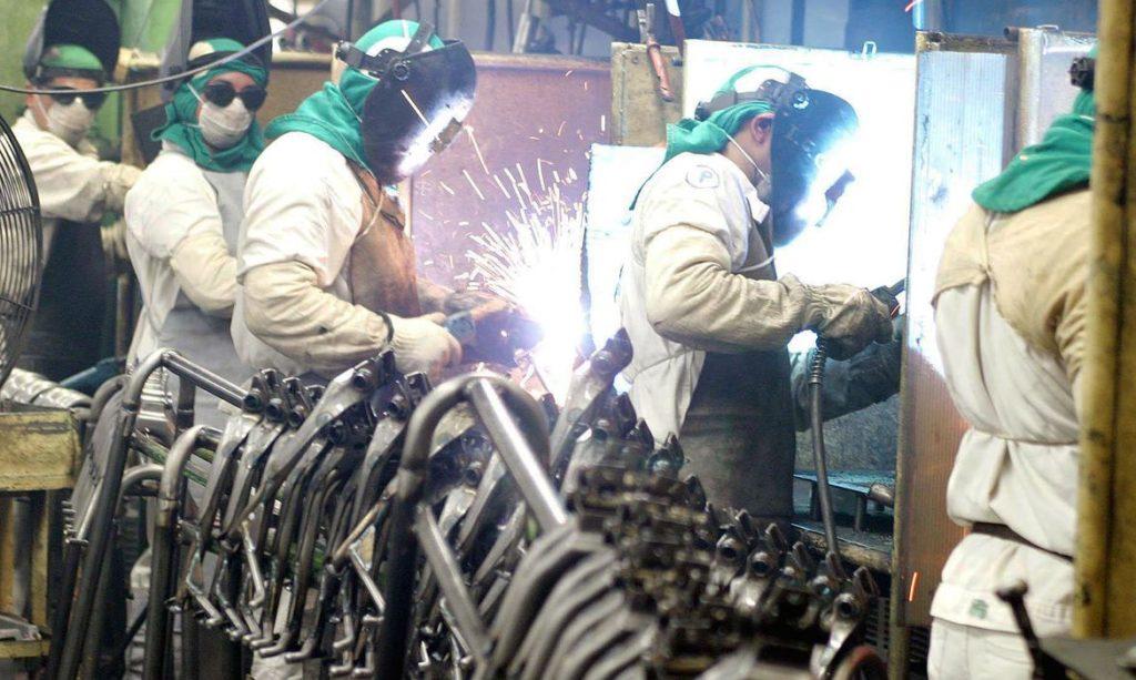Metalúrgicos trabalhando