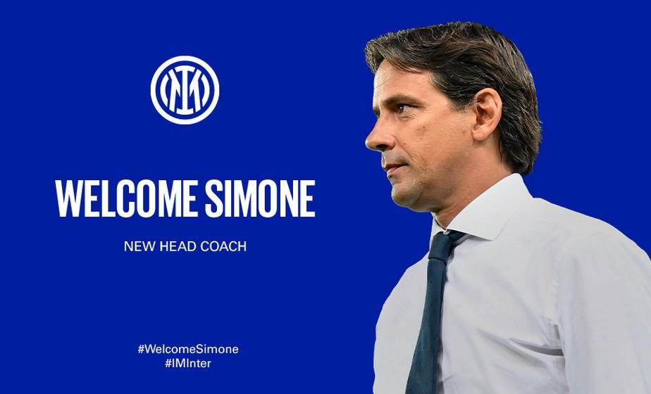 Simone Inzaghi sendo anunciado como técnico da Inter de Milão