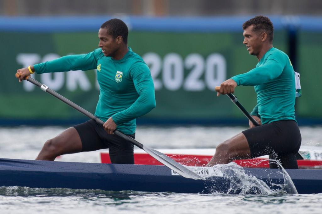 Brasileiros vencem repescagem e estão na semifinal