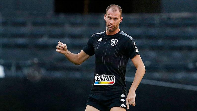 Joel Carli em treino no Botafogo