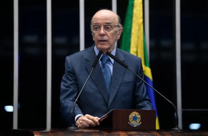 José Serra no plenário do Senado Federal