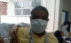 Laíla é vacinado contra a covid-19 no Rio