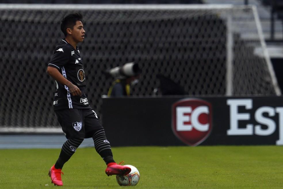 Lecaros dominando a bola perna esquerda em jogo do Botafogo