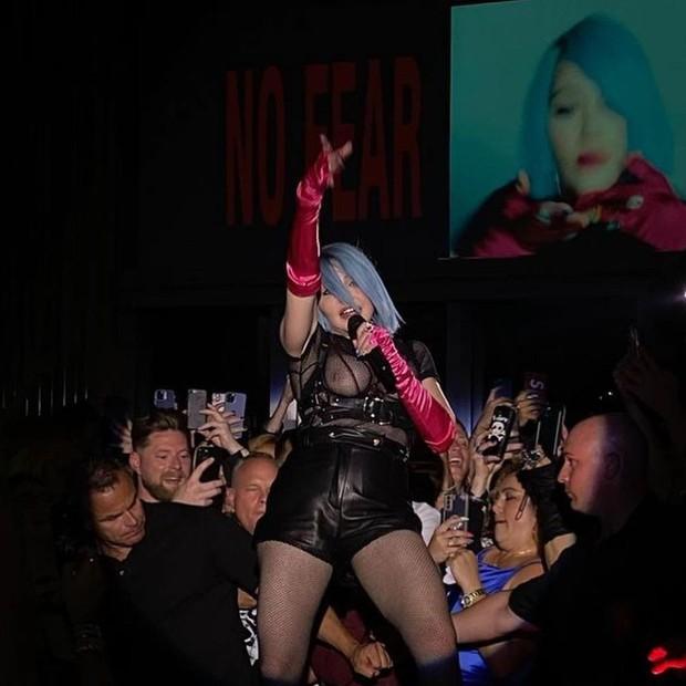 Madonna deixa seios à mostra em show nos EUA