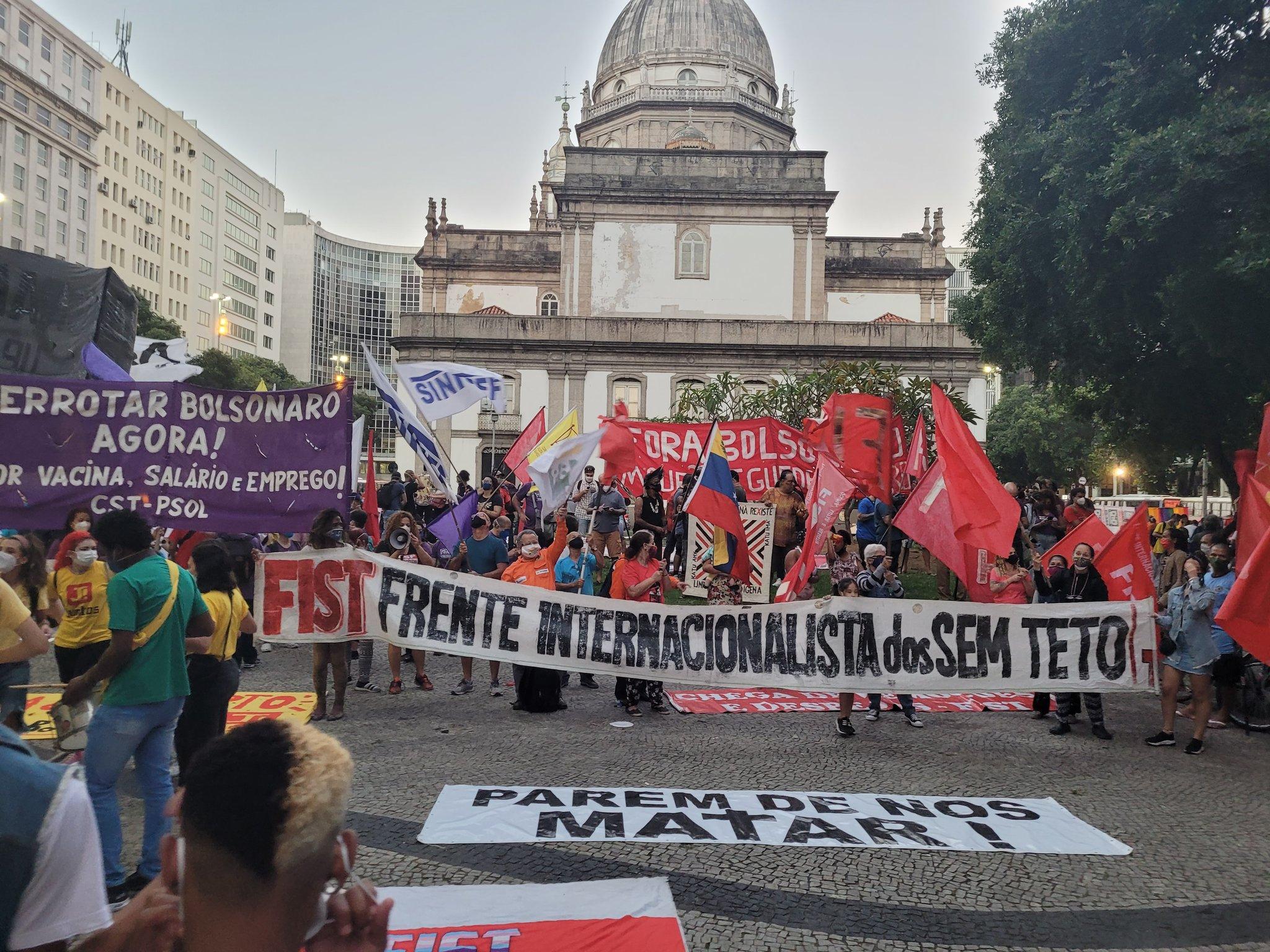 Protesto contra o Governo Federal termina em confusão no Centro do Rio (Reprodução: Redes Sociais)