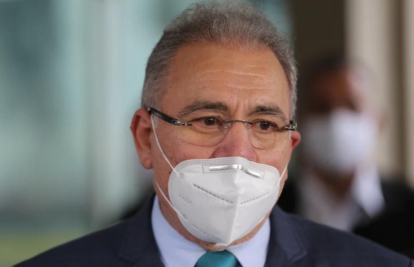 Ministro Marcelo Queiroga usando máscara