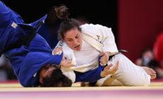 Brasileira Maria Portela é derrotada em decisão polêmica dos juízes