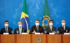 Bolsonaro volta a citar histeria e diz que pode andar de ônibus, metrô ou barca